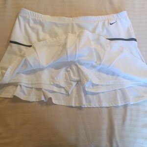 XXL Nike tennis skort white with black trim